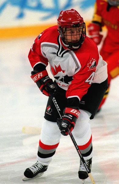 Canada's Becky Kellar playing women's hockey at the 1998 Nagano Winter Olympics. (CP PHOTO/COA)