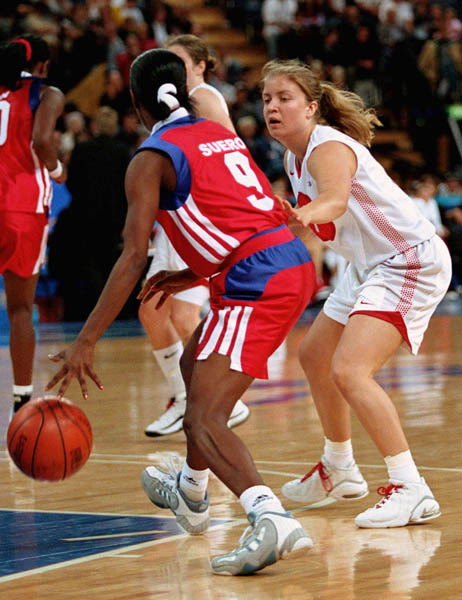 Canada's Teresa Kleindienst (right) tries to block during basketball action at the Sydney 2000 Olympic Games. (CP PHOTO/ COA)