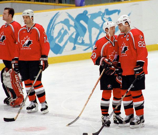 0922hockey2-v6.jpg