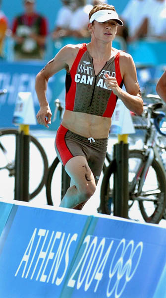 Simon Whitfield of Victoria, B.C., runs during the Triathlon event at  the Athens 2004 Summer Olympic Games Thursday August 26, 2004. (CP PHOTO/COC-Andre Forget)