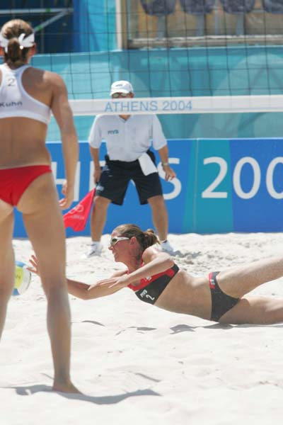Canada's Annie Martin dives for the ball at the Olympic Games in Athens, on August 14, 2004.  (CP PHOTO)2004(COC-Mike Ridewood)