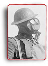 Photo d'un soldat armé portant un masque à gaz, en 1917