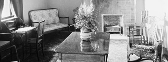 Photograph showing furnishings in Members' sitting room, Centre Block, ca. 1902