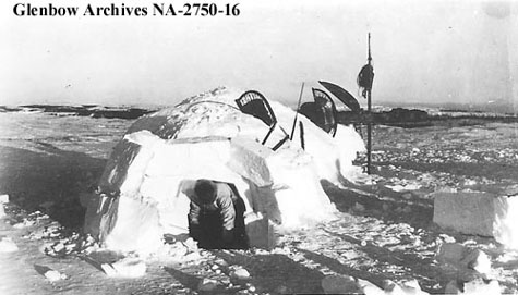 Photograph of an igloo Mackenzie Bay region Northwest Territories. & ARCHIVED - Daily Life: Shelter - Inuit - Explore the Communities ...