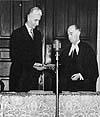 Photo : Sir Albert Walsh assermenté en tant que lieutenant-gouverneur.