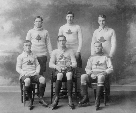 Team photograph of the Oxford Canadian ice hockey team, 1909-1910