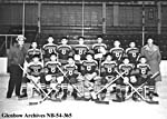Photo de l'équipe de hockey du pensionnat autochtone St. Paul, à Lethbridge, en Alberta