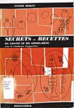 Couverture du livre de cuisine SECRETS ET RECETTES DU CAHIER DE MA GRAND-MÈRE sur laquelle sont tracés des légumes, des fruits ainsi qu'un poulet et un poisson sur un plat