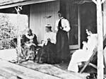 Photo de Catharine Parr Traill sur la véranda de Westove, 1899