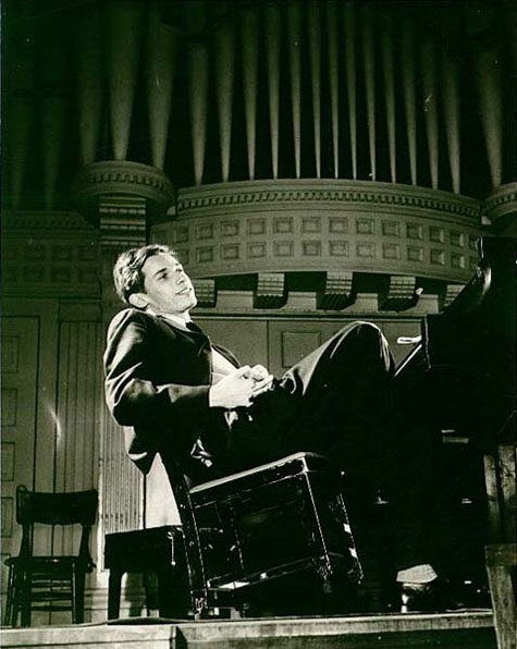 "glenn gould essay 5 hours of glenn gould outtakes why listen and find out image  (a few selected outtakes were actually included in two previous gould ""goldberg"" reissues) in an essay, robert russ, the."