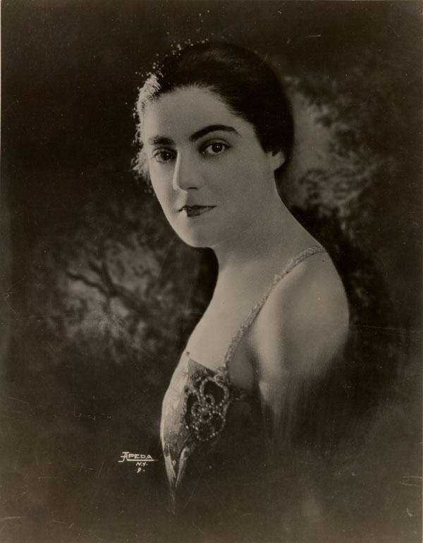 Éva Gauthier, mezzo-soprano canadienne. Source : Fonds Éva Gauthier/MUS 81, nlc-2456