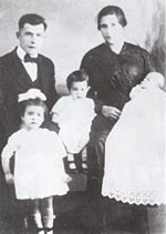 Photograph of Édouard and Mary Bolduc with their children Denise, Jeannette and Lucienne, 1919