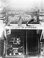 Photograph of the Berliner Gram-o-phone Company store at 2315-2316, Sainte-Catherine Street, Montréal