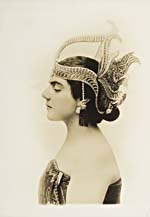 Photograph of Éva Gauthier wearing a Javanese headdress