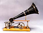 Photograph of Emile Berliner's early gramophone turned by hand, circa 1890 (CSTM; 1977.0123)