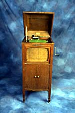 Photograph of the Casavant phonograph made by the famous organ builders, Casavant Frères, St-Hyacinthe, Quebec, circa 1927 (Peter Lindell/CSTM; 1994.0237)