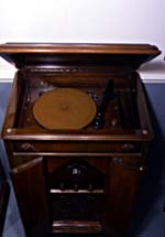 Photo de Radio-phonographe Junior Combination de Canadian Marconi. © Musée des sciences et de la technologie du Canada. Reproduction autorisée par le Musée.