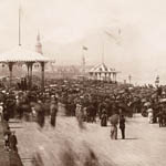 Photograph of a large crowd standing on a terrace overlooking the St.�Lawrence River