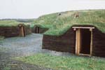 Photo : Reconstitution d'une hutte de terre viking