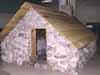 Photo : Reconstitution de la petite maison de Martin Frobisher dans l'Arctique