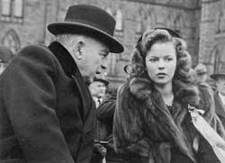 Prime Minister William Lyon Mackenzie King and child actress Shirley Temple, 1944.