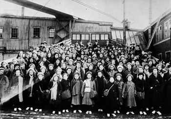 Immigrant children from Dr. Barnardo's Homes at Landing Stage, St. John, New Brunswick